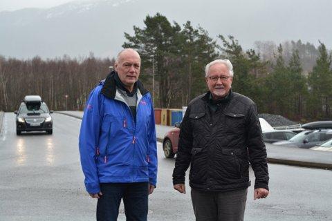 Magnar Sundsteigen (t.v.) og Øyvind Skogseth i Søral pensjonistforeining inviterer 1.  april til trafikkdag for dei på 62+, og andre som vil ta turen.