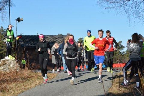 SPREKT: Dei 40 deltakarane sprang og gjekk til saman 142 kilometer.