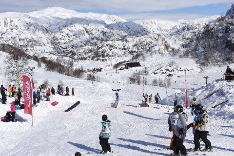 I dag, langfredag, blir det siste dag med ope skitrekk i Fjellhaugen for denne sesongen. Her ser vi tilhøva skjærtorsdag i 2015, då påska var første veka i april. (arkivfoto: Jonn Karl Sætre)