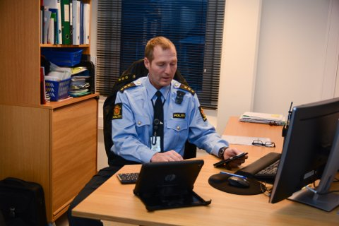 Torgeir Fosse ved Kvinnherad lensmannskontor ber folk låsa inn tinga sine og følgja med. (Arkivfoto).