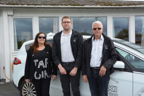 Irene Engelsen, Ørjan Bjørnevik og Arne Bjørnevik er sterkt uroleg for korleis det skal gå med drosjenæringa i Kvinnherad. (Foto: Ragna Bogsnes Hegge).
