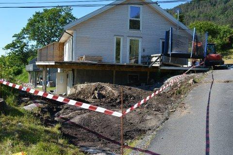 Det var her, rundt dei fire bustadane i Skoglyvegen på Kaldestad, at det blei funne asbesthaldig eternitt. (Arkivfoto).