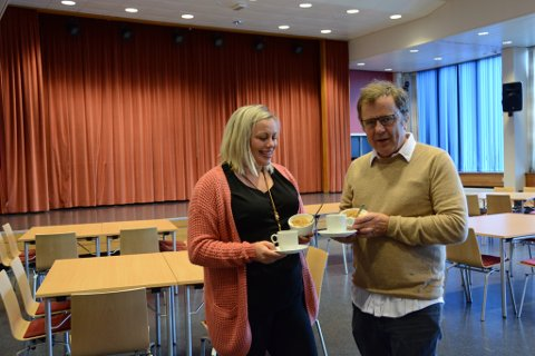 Veronica Thorkildsen Thorsen og Ágúst Magnússon håpar mange vil delta på eldrefesten her i Festsalen i kulturhuset på Husnes.