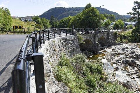 På Sandvoll skal det byggast ei ny Handeland bru nedanfor den eksisterande brua i dag.
