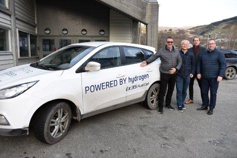 REIN ENERGI: Denne gjengen trur hydrogen kan bli ein stadig viktigare energiberar, og dermed eit potensielt spennande produkt for ein kraftkommune som Kvinnherad. F.v. Lars Emil Berge, Kjetil Harestad, Harald Maaland og Knut Førland.