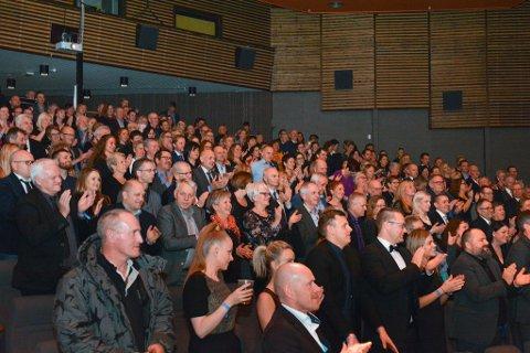 HMR med 70 tilsette tok julebordfeiringa på juleshowet til Karianne Solheim og Nils Trygve Markhus i år. Bildet er frå premieren 30. november.