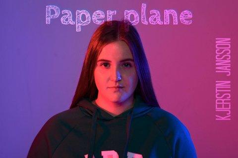 Songtalentet Kjerstin Guddal Jansson har gitt ut sin første singel: «Paper plane». Det blir neppe det siste vi høyrer frå ho. (Pressefoto).