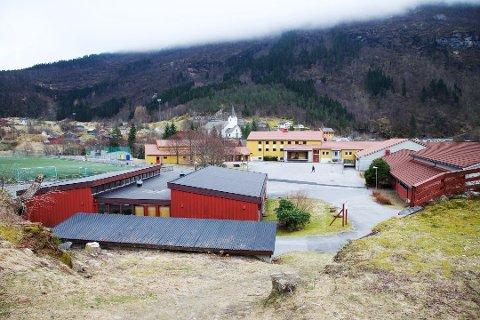 Elevane frå Gjetingsdalen kan no halda fram medå gå på skulen i Jondal. (Foto: Sigbjørn Linga, Hordaland Folkeblad).