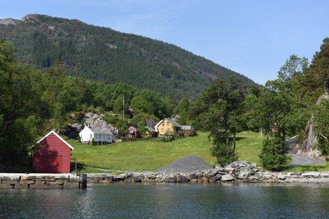 PERLE: Eigedomen «Fjelbergsund» ligg vakkert til på Borgundøy. (Arkivfoto).