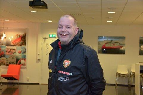 Tor Gundersen frå Uskedalen gir seg som trenar for kvinnelaget til Rosendal/Trio etter ein sesong. Her frå før sesongen i fjor, då det blei klart at han skulle trena laget. (Arkivfoto).