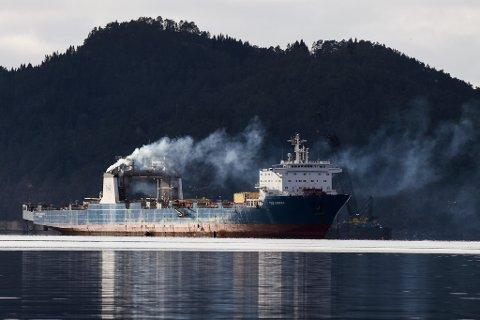 Her er «Tide Carrier» (seinare «Harrier») fotografert i Høylandssundet nokre dagar før det segla ut av Høylandssundet februar 2017. (Arkivfoto).