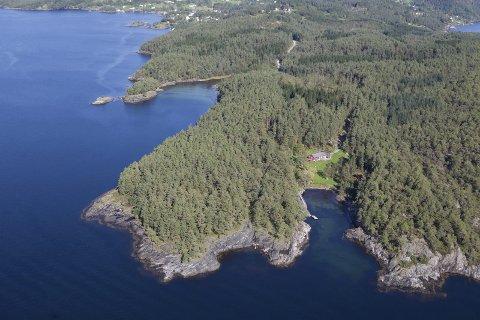 PÅ GANG: Det vert jobba med planlegginga av nytt ferjestø på Varaldsøy, men realiseringa er per i dag ikkje prioritert av fylket.