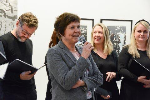 Laurdag skulle det vore utstillingsopning i Guddal for kunstnarsøstrene Helland-Hansen. No blir den digital i staden, skriv gallerieigar Gøril Guddal i ei pressemelding. Her frå ei tidlegare utstillingsopning i 2019.