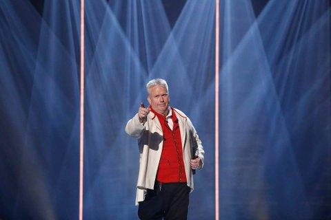 Fredag opptredde Arne Torget på direktesendt tv i Kvinnheradsbunad. No vil han takka alle som støtta han. (Foto: TV 2).