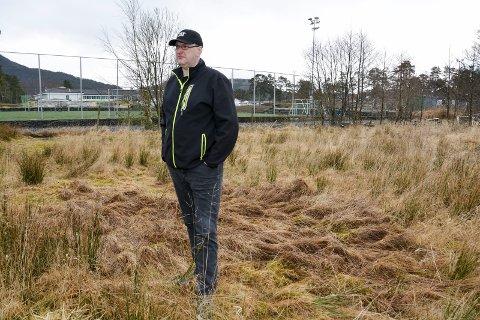 Grunneigar: Knut Inge Bjørnebøle er den av grunneigarane som må avstå størst areal totalt sett. Her er han fotografert i området der den nye idrettshallen er planlagd. (Arkivfoto).