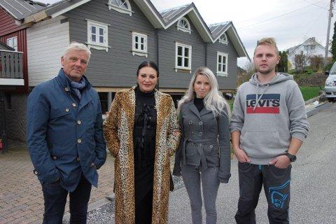 Henning Brix (t.h) og Marie Raudstein frå Røyrvik på Sunde hadde besøk av Lilli Bendriss og Tore Strømnæss frå Åndenes Makt. Saka var den tredje mest leste på Kvinnheringen.no i 2019. Foto: TVNorge.