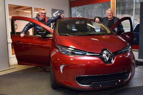 ZOE: Renault sin elbil er blitt skikkeleg populær, konstaterer Olav Per Kaldestad (t.v). og Leif Jarle Stensletten, Kvinnherad Bil & Teknikk.