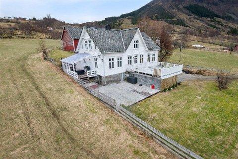 – Folk har meldt interesse frå Tromsø i nord til Jæren i sør, Oslo i øst og Bergen i vest, fortel eigedomsmeklar Christoffer Naustvåg Lillestøl.