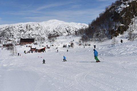 IKKJE SLIK I ÅR: På grunn av for lite snø held Fjellhaugen stengt heile påsken (arkivfoto).