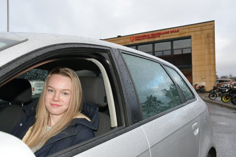 LANG SKULEVEG: Med minst to timars køyring kvar einaste skuledag er Kaia Bondhus allereie ein svært røynd sjåfør, sjølv med eit førarkort som er under eitt år.