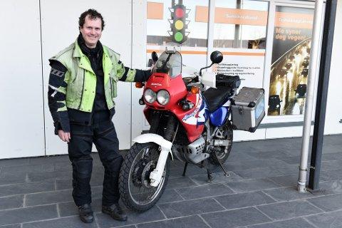 SESONGSTART: Øystein Markhus arrangerer gratis oppfrisking for vinterrustne motorsykkelførarar.