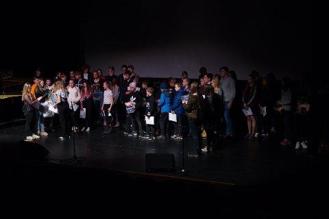 Over 80 ungdommar deltok på UKM-mønstringa i Kvinnherad i februar, enten det var å framføra, jobba i kulissane, underhalda publikum, pynta lokalet, stilla ut kunst eller stå i kiosken. (Arkivfoto).