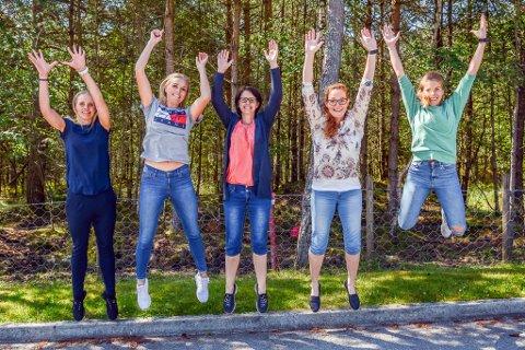 Gjennom kurset håpar denne gjengen å gi born og foreldra deira positive opplevingar der dei kjenner at kroppen meistrar. F.v. fysioterapeut Cecilie Bjørke, helsesjukepleiarane Line Steffensen Holmedal, Ingunn Sæverud Jensen, Gunn Heidi Eikemo Steine og frisklivskoordinator Martha Sofie Teigen Varanes. Barnefysioterapeut Anne Kari Enes (ikkje på bildet) er også med på laget.