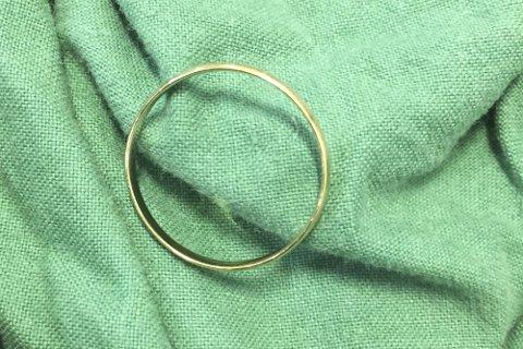 Nåla i høystakken: Denne gifteringen blei funne blant dei ti tonna med skittentøy på Valen vakseri førre veke.privat foto