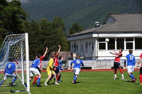 Kjetil Eide (t.h.) skal spela for Halsnøy igjen. Her under vårens siste heimekamp for Trio.