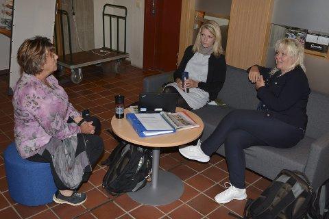 UROA: Utdanningsforbundet Kvinnherad ved Bodil Stoknes (frå venstre), Trude Sundsteigen og Ingrid Grønstøl likar ikkje utviklinga med at stadig fleire lærarar vel seg vekk frå skulane, og peikar på at barna har krav på kvalifiserte lærarar.