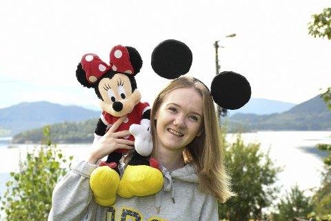 MINNE: Hanna Eikeland har framleis suvenirar frå då ho og familien vitja Disney World for 11 år sidan. No skal ho reisa attende heilt aleine, for å arbeida eitt år.