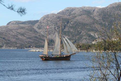 Hardangerjakta «Svanhild» inviterer til seglas til Skutefesten i Rosendal. (Foto: Privat).