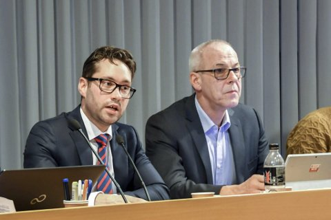 3,5 mill.: Prosessen med tidlegare rådmann Odd Ivar Øvregård (t.h.) sin avgang har kosta kommunen 3,5 millionar kroner. Her i lag med tidlegare ordførar Peder Sjo Slettebø.