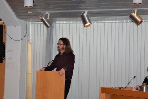 Gaute Lund (SF) stilte i kommunestyremøtet ei rekkje spørsmål til kommunaldirektøren om Aksen-prosjektet.