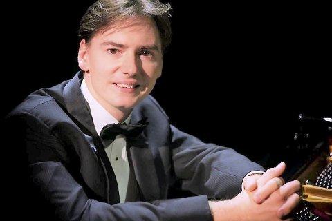 KJEM: Søndag 29. september kjem denne virtuosen av ein pianist til Kulturhuset Husnes. Namnet er Greg Niemczuk. Foto: Pressefoto