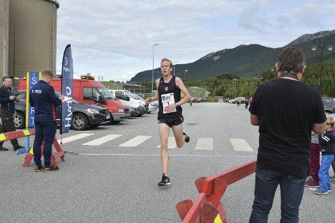 SØRALLØPET: Sindre Omvik vann mange løp i fjor, her er han førstemann i mål i Søralløpet med tida 19.28.arkivfoto