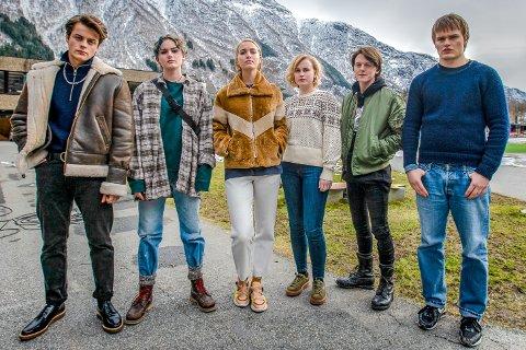 Dei unge rolleinnehavarane i Ragnarok er f.v.  Herman Tømmeraas, Ylva Bjørkaas Thedin, Theresa Frostad Eggesbø, Emma Bones, Jonas Strand Gravli og David Stakston. (Foto: Netflix  NTB kultur).