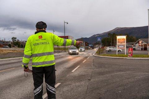 KONTROLLREGIME: Statens vegvesen hadde kontroll på Husnes og i Uskedalen tysdag. Det blei utriveleg for fleire. (Arkivfoto)