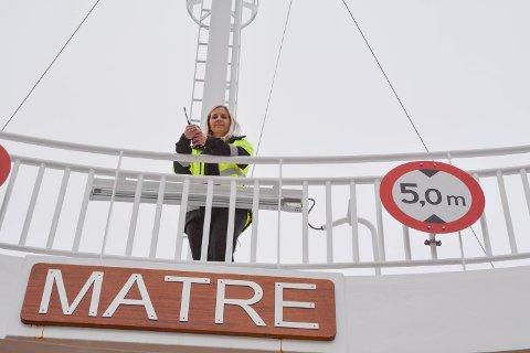 SHIP O'HOY: Karoline Ommer (30) har god kontroll på ferja MF «Matre»