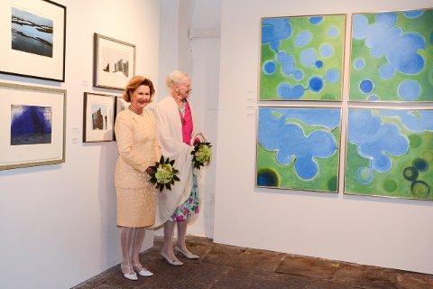 Kommunedirektøren har føreslått å kutta 73 prosent av den kommunale støtta til Baroniet Rosendal neste år. Her frå då Dronning Sonja av Norge og Dronning Margrete av Danmark opna dobbel kunstutstilling i baroniet i 2015.