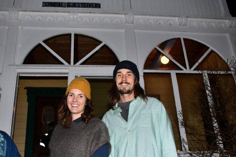ENGASJERTE: Caroline Steine (t.v.) og Harald Andreassen (t.h.), som driv Hardanger Fjord Lodge i Sunndal, er blant mange som har sendt innspel til kommunen sin nye trafikksikringsplan. (Arkivfoto)
