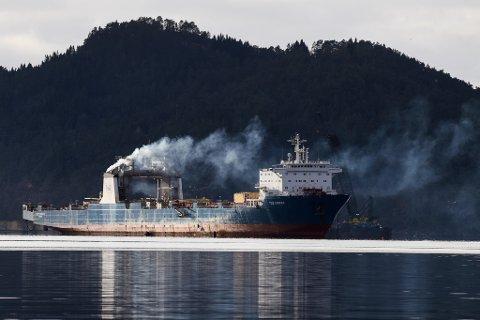 SKANDALESKIPET: Her er skipet som no har ført til fengselsdom for Georg Eide. Miljøorganisasjonen Bellona hyllar dommen, medan Eide sjølv varslar anke. (Arkivfoto)