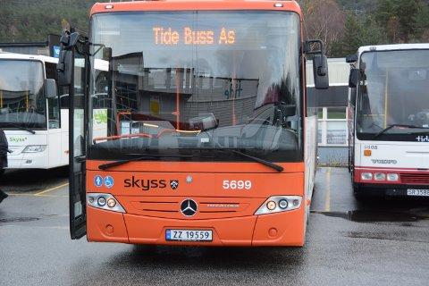 BUSS: Skyss ber om at folk melder frå dersom bussane i Kvinnherad er fulle, men så langt har dei ikkje fått tilbakemeldingar om dette. (Arkivfoto)