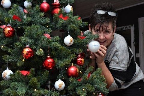 Nina Babsy Løyning sitt tre fekk 27 prosent av lesarane sine stemmer, og dermed vann ho konkurransen i fjor. Nina er ihuga Liverpool-supporter, og det bar treet hennar preg av. (Arkivfoto).