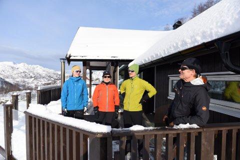 I vinterferien var det fin vinter i Bjørkestølen nær Fjellhaugen skisenter. F.v. Runa A. Solberg, Sølvi Aronsen, Njord A. Solberg og Christer Solberg.