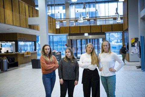 Malin Engen Haugland, Kristine Emblem, Silje Mørland Matre og Henriette Prestårhus Magnussen er snart ferdigutdannede lærere. Men uten mastergrad.