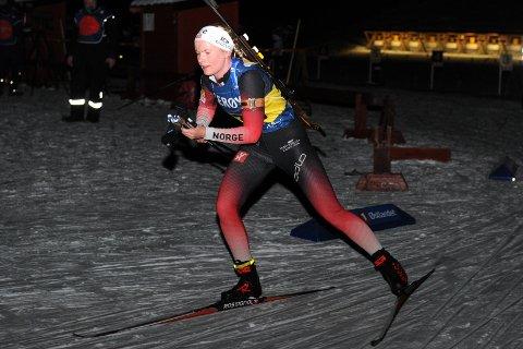 KJEMPEOPPTUR: Ragnhild Femsteinevik henta fram sitt beste og vann norgescuprennet i skiskyting i Folldal på laurdag.  (Foto: Arne Brunes).