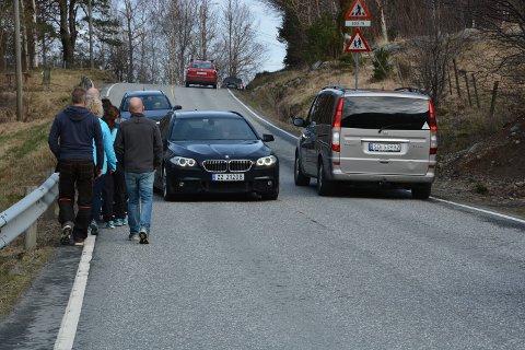 TRANGT: Gang- og sykkelsti i Herøysundet er neste prosjekt på lista, dersom Stortinget seier ja til bompengesøknaden for Kvinnheradpakken. Folk i bygda har kjempa lenge for dette prosjektet, og ser truleg fram til å få slutt på situasjonar som denne. (Arkivfoto)