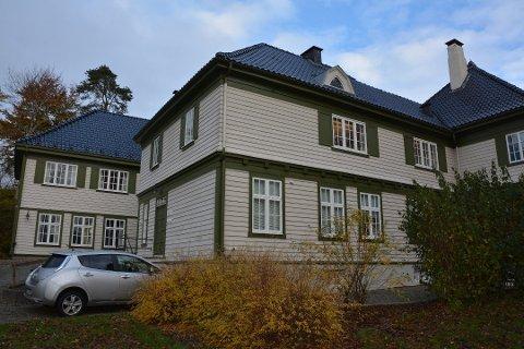 Ein mann frå Kvinnherad må snart møta i Sunnhordland tingrett tiltalt for vald mot sambuar og andre forhold. (Arkivfoto).