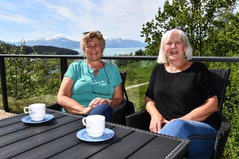 Haldis Haukenes Solsvik og Ingunn Enæs Gjuvsland gler seg over det som skal skje i den gamle aldersheimen som blei bygd på 70-talet.